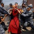 Viimase nädala jooksul edenesid jõudsalt ettevalmistused üleilmseks rahupeoks Pekingis. Vangi õnnestus võtta hulk ohtlikke munki ja õhk on endiselt headel päevadel seitse korda reostatum, kui peaks.