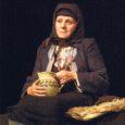 """Ooperipäevade raames etendunud """"Patseba Saaremaal"""" pakkus elamust nii draama- kui ooperilembidele. Lavastaja Garmen Tabor sidus üheks etenduseks Aino Kallase draama """"Batsheba Saaremaal"""" ja Põhjamaade Pucciniks nimetatud helilooja Tauno Pylkkäneni samanimelise lühiooperi."""