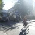 Peaaegu igal tööpäeva hommikul peatub Kuressaares Tallinna tänaval Grand Rose Spa ees kaubaauto, mis tekitab vaatamata sisselülitatud ohutuledele, liiklusohtlikku olukorra.