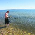 Sel nädalavahetusel puhastas Saaremaa muinsuskaitse selts koostöös akvalangistidega Torgus Sääre külas asuvat mitteametlikku supelranda. Mehed tõmbasid veest välja kaks autokoormatäit teravate äärtega metallesemeid.
