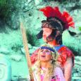 """Üleeile esietendus Orissaare vallas Maasi maalinnas Ellen Teemuse lavastatud """"Helena"""", mis põhineb kreeka müütide ja prantsuse kirjaniku Jean Giraudoux' paroodilisel näidendil. Osatäitjateks on Saaremaa oma harrastusnäitlejad."""