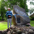 Mustjala vallas Kiruma külas avati reedel mälestuskivi neile külaelanikele, keda meie hulgas enam pole.