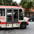 Kuressaare linnaliinibussides tuleb üksikpileti eest maksta aasta pärast 15 krooni ehk praegusest enam kui kaks korda rohkem, kui linnavalitsus maavalitsuse ja Harjumaa Liinide pakutud hinnatõusugraafikuga lepib.
