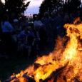 Viimasel augustikuu laupäeval tähistati Muhus Koguva küla rannas hästi juurdunud traditsioonilist Muinastulede ööd. 1992. aastal käisid Muhus Norra viikingid, nende mereretkede ning merekultuuri auks igal aastal suve lõpetusel veeäärne lõke süüdataksegi, ikka mõeldes neile, kes merel.