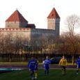 Juba pikemat aega kestnud vaidlused Kuressaarde kerkiva staadioni üle paistavad vaibuvat. Vähemalt on oma sihis ehitada praeguse linnastaadioni kohale või siis mujale Saaremaale uhke jalgpallistaadion kindel eesti jalgpallijuht Aivar Pohlak, kes kinnitab, et saatus toetab häid asju ning juhul kui siinne linnavõim toetab nende ideed, ei ole staadioni kerkimises enam küsimust.