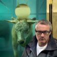 """Tundub, et maailma finantsturge haaranud paanika pole kunstiteoste turule veel jõudnud. Nimelt leidis teisipäeval Londonis Sotheby oksjonimajas aset omapärane sündmus – 43-aastase skandaalse briti kunstniku Damien Hirsti taies """"Kuldvasikas"""" müüdi seal 18,6 miljoni dollari eest."""
