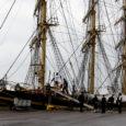 Reede õhtuni peatub Roomassaare sadamas kolmemastiline täistaglases õppelaev Georg Stage, millega seilasid siia Taani kuningliku mereväeakadeemia tulevased kadetid.