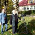 Eile salvestasid Eesti Kirjandusmuuseumi direktor Janika Kronberg ja operaator Vallo Kepp videolindile Mustjala koolimaja ja Jaagarahu sadamakoha. Need paigad on seotud kirjanik Henrik Visnapuuga, kes 1944. aasta sügisel Saaremaa kaudu vabasse maailma põgenes.