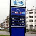 Kõik Eesti suurimad kütusemüüjad langetasid eile kütuse sisseostuhindadele viidates kütuse hindu tanklates kuni 65 sendi võrra, teatas BNS.