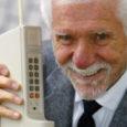 Selle nädala alguses möödus täpselt 25 aastat päevast, mil tehti esimene telefonikõne maailma esimese kommertsliku mobiiltelefoniga Motorola DynaTAC 8000X. Tõsi küll, seda nimetatud telefoni tootja, USA firma Motorola versiooni kohaselt.
