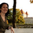 Hiljuti käis Saaremaale pilku peale heitmas Ameerika Ühendriikide saatkonna kultuuri ja pressi aseatašee Helene Tuling, ameeriklanna, kelle vanaisa oli saarlane. Nüüd otsib diplomaat võimalusi tuua Saaremaale esinema erinevaid USA artiste.