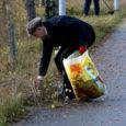 Kuressaare Lions klubi 12 liiget koristas ja niitis laupäeval neljatunnise hoogtöö korras Ringtee–Upa jalgrattatee äärset ala.