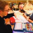 Täielik paanika! On oktoober, õpetajate kuu ning Tööloomal avanes võimalus väikestele inimmaimudele tähti ja numbreid õpetada. Paanika sellepärast, et algklasside aeg oli Töölooma hariduselus kõige hirmsam aeg, mis tekitab õudusvärinaid praegugi, üle kahekümne aasta hiljem. Täna ootab Kuressaare Gümnaasiumi 1.a klassi ees matemaatika, eesti keel ja tööõpetus.