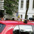 Kuressaares avatud uue autokooli esimesel õppepäeval tegid riiklik autoregistrikeskus ja politsei õppesõidukitele linnas kontrollreidi ning tuvastasid, et Rüütli autokooli õppurid osalesid liikluses enne, kui olid tehtud kohustuslikud platsitunnid.
