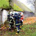 Kolmapäeval õppisid päästjad Viki talumuuseumi õuel, kuidas tulekahju korral muinsuskaitseobjektil tegutseda.