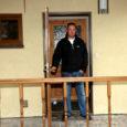 Ehitusmees Egon Uue töötab juba seitsmendat aastat Soomes, on selle ajaga oma perele Kuressaares Uuel tänaval uue maja püsti pannud ning teeb põhjanaabrite juures karjääri. Mees ise arvab, et tal on lihtsalt õnne olnud.