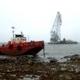 Keskkonnateenistus andis loa korraldada Salme vallas avariipäästetööd Möldri lahes madalikule triivinud ujuvkraana lahtipäästmiseks.