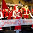 Kui jõuluvanad läinud laupäeval oma ülemaalise konverentsi asjus Saaremaale jõudsid, oli lumi juba ära sulanud. Muidugi oleks õigem öelda, et kõigepealt jõudsid jõulutaadid Muhumaale – ei saa ju keegi praamiga saarde tuldud, ilma et ta jalad Muhumaa pinda ei puudutaks.
