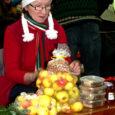 Eile Kuressaare spordihoones pensionäride ühenduse ettevõtmisel peetud jõululaat oli tõeliselt vana hea käsitöölaat. Kohal oli 60 käsitöövalmistajat, kes müüsid ise omatehtud toodangut.