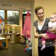Detsembri algul avati Kuressaares Vallimaa ja Sepa tänava nurgal asuvates endistes poeruumides Emma mängukeskus, mis mõeldud mudilastele. Keskusse võivad vanemad tulla koos lapsega mängima ja tuua oma pesamuna ka mõne tähtsa asjatoimetuse ajaks hoida.