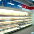 Kahe püha vahel, 30. detsembri õhtul poole kümne paiku Saare Selverist saia osta ei õnnestunud – saia- ja leivalett oli nii plank, et isegi tuulel polnud millegi vahel vilistada.
