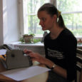 Eile avalikustas Eesti Pimedate Liit tänavuse üleeuroopalise esseevõistluse tulemused. Ühe auhindadest sai Tartu Emajõe kooli abiturient, Orissaarest pärit Mari-Liis Täht. Auhind anti Mari-Liis Tähele kätte eile Tartus Tasku keskuses toimuval punktkirja looja Louis Braille' 200. juubelipäeval.