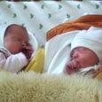 Kolmapäeva, 7. jaanuari öösel kell 3.22 ja kell 3.30 sündisid Kuressaare haiglas tänavused esimesed kaksikud, piigad, kelle strateegilised mõõdud olid 2960 g ja 46 cm ning 2950 g ja 48 cm.