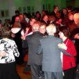 Laupäeva pärastlõunal pidas Kuressaare kultuurikeskuses traditsioonilist uue aasta pidu linna pensionäride ühendus. Ligi 300 eakat keerutas tantsusammu Uno Kaupmehe ja tema bändi saatel, elas kaasa Kuressaare 2. lasteaia Sõbrannade lauluansambli talve- ja jõululauludele, Saaremaa ühisgümnaasiumi rahvatantsutrupi Õieti tantsudele ning sama kooli vastvalminud uue kabaree-etenduse säravatele numbritele.