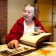 See kaunis piiga pildil on Juuli Pihl. Praegu 67-aastane särtsakas proua arvab oma fotoalbumeid sirvides, et küllap ta toona veidi üle kahekümne oli.  Juuli Pihla tuntakse maakonnas eelkõige kui edukat nõukaaegset naismehhanisaatorit. Hiljem on Juuli kodukandis olnud üks kangemaid organisaatoreid mitmesuguste ürituste ja kokkutulekute korraldamisel ning juhib juba pikka aega Tiirimetsa kodukultuuriseltsi Küünal.