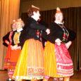 Läinud laupäeval peeti Sandla kultuurimajas traditsioonilist maakonna memme-taadi päeva, kuhu kogunes 230 eakat ehk kokku 18 seenioride laulu- ja tantsukollektiivi, lisaks veel kohalikud, Pihtla valla tegijad, kelle õlul oli päeva seltskondlikuma osa sisustamine.