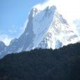 Möödunud aasta lõpus võtsid neli sõpra-reisiselli – Märt Meos, Marti Kivimägi, Ants Lusti ja Saaremaa mees Aarne Mägi – ette pika ja eksootilise reisi Nepali ja Bangladeshi. Et muljetepagas oli niivõrd kaalukas, ei mahu kogu see pikk reis ära ühte reisiloosse. Seda, mida nähti ja kogeti ning mis pildile jäi Nepalis, vahendab tänases Oma Saares lugejatele oma saare mees Aarne Mägi. Riigist nimega Bangladesh tuleb juttu mõnes edaspidises laupäevases lehes.