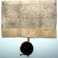 Alljärgnev tekst on võetud ühest käsikirjast, mille originaal asub Saaremaa muuseumi arhiivraamatukogus (SM 10179:31). Selle on kirja pannud BORIS MÜÜRSOO (MÜRSON), mees, kes etendas möödunud sajandi Kuressaare (ja ka kogu Saaremaa) ühiskonnaelus märkimisväärset rolli. Olles Eesti esimesel iseseisvusajal (1920.–1930. aastad) Kuressaare postkontori juhataja, võttis ta ette väga põhjaliku uurimise postipidamise algusest ja selle arengust praeguse Saare maakonna territooriumil. Kuigi käsikiri algab autori eessõnaga, mis on dateeritud 1939. aasta kuupäevaga (ilmselt algas siis käsikirja kokkupanek), on seal rohkesti fakte, mälestusi, fotosid ja muud illustratiivset materjali, mis kajastavad siinset sidepidamise ajalugu kuni XX sajandi keskpaigani (täpsemalt 1960. aastate keskpaigani). Täna ja mõnel järgneval laupäeval avaldamegi väljavõtteid sellest väga huvitavast käsikirjast. Et arhiivis säilinud dokumendi ajaloolist hõngu alal hoida ja edasi anda, on valdavalt säilitatud autori kirjaviis. Selles on tuntav saksa keele mõju – pikad ja kohmakad lausekonstruktsioonid, mis teevad teksti lugemise tänapäeva väga ära hellitatud ja mõtlemist ning süvenemist mittearmastavale lugejale raskeks. Seepärast vabandan juba ette.  Tõsi, eks selles, et kaasaja lugeja nii ära hellitatud on, tuleb tunnistada omajagu süüd ka meil, ajakirjanikel: kõikjal koolitustel toonitavad tänapäeva ajakirjanduse asjatundjad ju pidevalt, et info tuleb tarbijani toimetada väga lihtsalt ja operatiivselt. Selleks tuleks kasutada vaid paarisõnalisi lihtlauseid ning kui võimalik, siis rohkesti illustratiivset pildimaterjali (!!!)