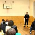 Kolmapäeva õhtul andis Kuressaare põhikoolis lastevanemate koosolekul koolide liitmise asjus aru abilinnapea Argo Kirss, kelle vastustega valjuhäälsemad lapsevanemad rahule ei jäänud.