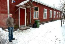 Mehed Kopli tänava punasest majast