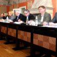 Nagu uudistes juba kirjutasime, võttis Kuressaare linnavolikogu läinud nädalal vastu linna 2009. aasta eelarve suuruses veidi enam kui 203,5 miljonit krooni. Kuna käesoleva aasta alguse reaalsed majandusnäitajad on aga kõikidest prognoosidest veelgi kehvemateks osutunud, on linna praegune valitsuskoalitsioon veendunud negatiivse lisaeelarve vastuvõtmise vajalikkuses.