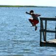Eesti terviseamet ühineb soomlaste soovitusega ja palub samuti enne suplema minekut oma hädad turvalises kohas ära teha. Terviseameti avalike suhete juhi Iiris Saluri sõnul on näiteks Kuressaare rannas probleemiks pigem […]