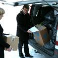 """Eile jagas Kadi raadio tegevdirektor Gunnar Siiner koos abilistega laiali kampaania """"Anname ära 2009"""" raames heade inimeste annetustena ajalehetoimetusse ja raadioruumesse kogunenud kraami."""