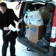On neljapäev, 5. märts. Viimased asjad on sorteeritud ja pakitud. Oleme väljasõiduks valmis. Kraami on igasugust – põhiliselt on toodud riideid, kuid on ka jalanõusid, raamatuid, mänguasju lastele jm. Võtame kraami peale ka Kadi raadiost ja bussijaamast Cargobusist. Lisaks on veel Punase Risti annetatud 180 kilo makarone ja kalendrid.