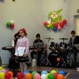 Pühapäeval, 8. märtsi pärastlõunal oli lastelaulu sõpradel põhjust Kärla koolimajja koguneda. Üheksandat korda toimus kevadine lauluvõistlus Jorru-Jänks. Kaks kena jänkupreilit Diana ja Triin olid ka kohal ning hoidsid esinemisjärjekorral silma peal.