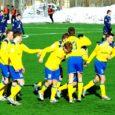 Eesti jalgpallimeistrivõistluste neljandas voorus sai tõelise üllatusega hakkama seni kahe kaotuse ja ühe viigiga leppinud FC Kuressaare, alistades Rakveres 1 : 0 senise liigaliidri Sillamäe Kalevi.