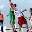 Saarlaste tugevaim korvpalliklubi alustas Eesti meistrivõistluste esiliiga play-off kohtumisi koduse 87 : 81 võiduga eeldatava favoriidi Võru KK üle. Neljapäeval Antslas peetavat korduskohtumist alustab SWE-7 seega kuuepunktilise eduseisuga.