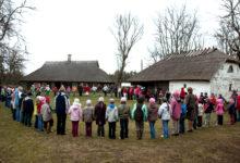 Mihkli talumuuseumis laulsid lapsed regilaule