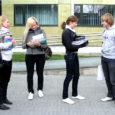 Eilsest vahetas kaks Saaremaa ühisgümnaasiumi ja Kuressaare gümnaasiumi õpilast kolmeks päevaks ära koolid ja klassid, kus tarkusi omandada. Tegemist on koolide õpilasesinduste esimese sarnase katsega, mille õnnestumise korral loodetakse õpilasvahetus juba suuremalt ette võtta.