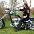 Kunstniku ja Saaremaa motoklubi juhi Erki Evestuse Ameerikast ostetud 2000-kuupsentimeetrise silindrimahuga mootorratas on saanud Kudjape külas elavale kunstnikust motofännile omase kujunduse. Tsikli ristis Evestus Põhjakonnaks.