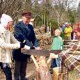 Eile ennelõunal avati Kihelkonna vallas Loona mõisast üle tee Miku metsapark, kuhu on matkamiseks maha märgitud huvitav legendirada kahekümne kolme kas loodusliku vaatamisväärsusega või spetsiaalselt külaliste jaoks ehitatud rajatisega.