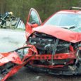 Kuressaare–Kuivastu maanteel põhjustas ootamatult vastassuunavööndisse kaldunud õppesõiduauto raske liiklusõnnetuse, kui põrkas kokku vastutulnud kaubikuga. Õnnetuses sai vigastada Saaremaa tuntud sõiduõpetaja Toivo Sokolov, kes viidi raskes seisundis haiglasse, kus ta eile pärastlõunal suri.