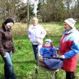 """Kolmapäeval külakoosolekule kokku tulnud Lümanda valla Koki ja Kotlandi küla elanikud on nördinud ajalehe Meie Maa toimetuseperre kuuluva ajakirjanikust talupidaja Tõnu Angeri kirjutatud lugudest, kus autor süüdistab oma küla rahvast lambavarguses. Oma Saar avaldas Pendi talu peremehe loo """"Lapsevankriga lambavargil"""" 29. aprillil ja sama päeva Meie Maas ilmus vastavateemaline lugu pealkirja all """"Külamees süüdistab naabrit lapsevankriga lambavargil käimises""""."""
