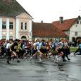 Laupäeval peetud traditsioonilise Kuressaare linnajooksu finišijoone ületas esimesena Torgu noormees Ando Õitspuu, kes suutis edestada teisi 240 jooksule registreerunut.