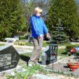 Kuressaare elanik Ly Seli nõuab kaks kuud tagasi Kudjape kalmistule sängitatud Edgar Saaretalu põrmu ümbermatmist, kuna leiab, et Saaretalu omaksed on mehe matnud võõra inimese hauda.