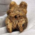 Briti teadusajakirjas Nature ilmus sel nädalal saksa arheoloogide artikkel, milles anti teada, et Saksamaa edelaosas on ühest koopast leitud miniatuurne skulptuur, millel vanust ligi 35 000 aastat. Tegemist on vanima teadaoleva figuraalkunsti taiesega, mis pärineb varasest kiviajast.